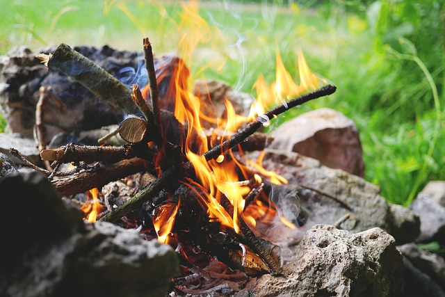 how to start a fire with rocks